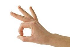 Mulher que gesticula ESTÁ BEM com sua mão Foto de Stock Royalty Free