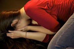 Mulher que grita após ser batido Imagem de Stock