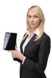 Mulher que guarda a almofada de toque vazia Fotografia de Stock Royalty Free