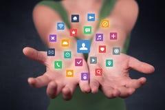 Mulher que guarda aplicações coloridas Fotografia de Stock Royalty Free