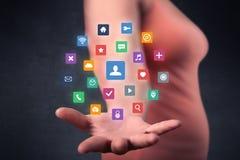 Mulher que guarda aplicações coloridas Imagem de Stock