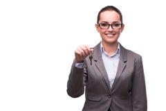 A mulher que guarda chaves no conceito dos bens imobiliários Fotografia de Stock Royalty Free