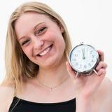 Mulher que guarda o despertador fotografia de stock royalty free
