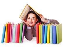 Mulher que guarda o livro. fotos de stock
