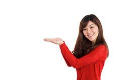 Mulher que guarda o produto Fotografia de Stock
