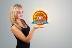 Mulher que guarda o sinal virtual do negócio Imagem de Stock Royalty Free