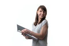 Mulher que guarda originais Fotografia de Stock