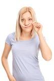 Mulher que guarda um fechamento do cabelo sob seu nariz fotos de stock royalty free