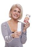 Mulher que guarda uma ampola eco-amigável Foto de Stock