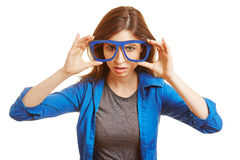 Mulher que guarda vidros falsificados do lerdo Fotografia de Stock Royalty Free