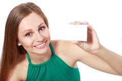 Mulher que guardara o cartão imagens de stock royalty free