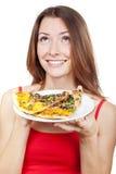 Mulher que guardara a placa com partes de pizza Imagem de Stock Royalty Free
