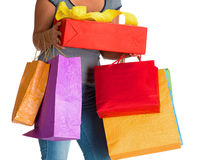 Mulher que guardara sacos de compras e caixa de presente Foto de Stock