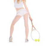 Mulher que joga a bola de espera do tênis sobre o branco Fotografia de Stock Royalty Free