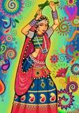 Mulher que joga a dança do garba para a noite de Dussehra Dandiya durante Navratri Imagem de Stock