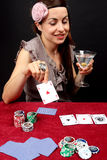Mulher que joga no casino Imagens de Stock Royalty Free