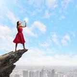 Mulher que joga o pífano Fotografia de Stock Royalty Free