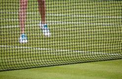 Mulher que joga o tênis Foto de Stock Royalty Free