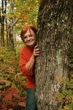 Mulher que joga o Tag ou o couro cru Foto de Stock Royalty Free