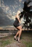 Mulher que levanta no parque Imagem de Stock Royalty Free