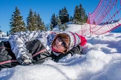 Mulher que levanta para a foto em Samoens 1600m Imagens de Stock Royalty Free