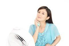 Mulher que limpa fora do suor Foto de Stock