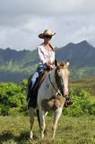 Mulher que monta um cavalo Imagens de Stock Royalty Free