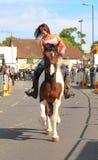 Mulher que monta um cavalo na feira de cavalo de Wickham Fotografia de Stock