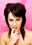 Mulher que morde seu dedo, Lust - os sete mortais Fotos de Stock