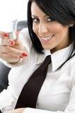Mulher que mostra o bulbo Fotografia de Stock