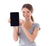 Mulher que mostra o PC da tabuleta Fotos de Stock Royalty Free