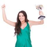 Mulher que mostra seu troféu grande foto de stock