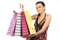 Mulher que mostra seus sacos de compra fotografia de stock