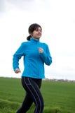 Mulher que movimenta-se ao ar livre Foto de Stock Royalty Free