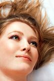 Mulher que olha acima fotografia de stock royalty free