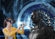 A mulher que olha 3d dispersou a figura fêmea em vidros de VR Fotos de Stock