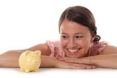 Mulher que olha o banco Piggy Fotografia de Stock Royalty Free