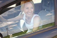Mulher que olha a uma turbina de vento Imagem de Stock Royalty Free