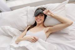 Mulher que parte que acorda após o sonho imagem de stock royalty free