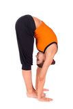 Mulher que pratica a curvatura para diante ereta Imagem de Stock Royalty Free