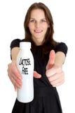 Mulher que prende um frasco do leite livre da lactose imagem de stock royalty free