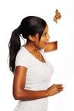 Mulher que prende um quadro indicador Imagem de Stock