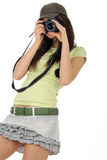 Mulher que prende uma câmera da foto fotografia de stock royalty free