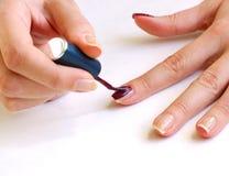 Mulher que prepara o manicure imagens de stock