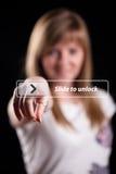 Mulher que pressiona a relação da tela de toque Imagens de Stock