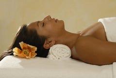 Mulher que relaxa Fotos de Stock Royalty Free