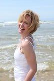 Mulher que rema no mar Imagens de Stock Royalty Free