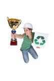 A mulher que salta e que prende um troféu Fotografia de Stock Royalty Free