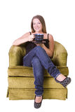 Mulher que senta-se em um café bebendo da cadeira Imagem de Stock
