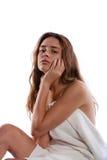 Mulher que senta-se na tabela da massagem Fotos de Stock